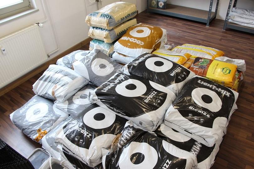 anfahrt und ffnungszeiten filiale regensburg bayern grow. Black Bedroom Furniture Sets. Home Design Ideas